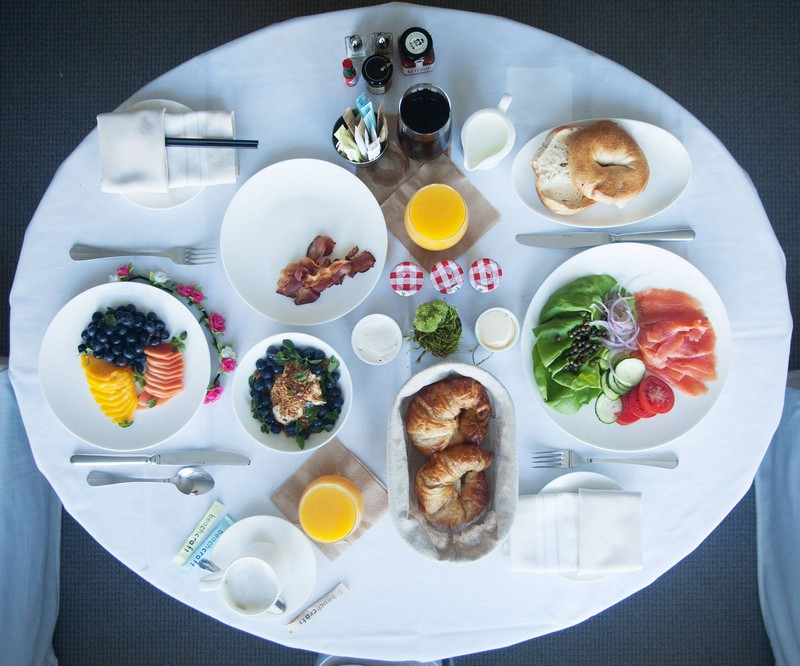 1 hotels - room service