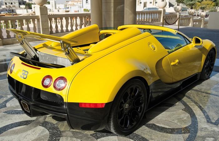 2012-Bugatti-Veyron-Grand-Sport-Black-and-Yellow-at-Qatar