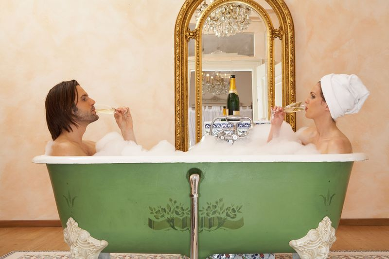 Champagne-Bath Champagne and Romance