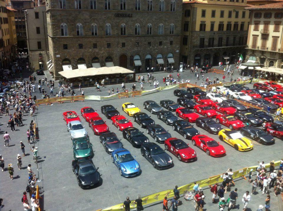 http://www.2luxury2.com/wp-content/uploads/2012/06/2012-Ferrari-Cavalcade-Piazza-della-Signoria-17.jpg