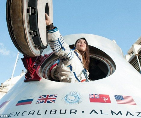 Space tourism: to the Moon and back as early as in 2015 ...