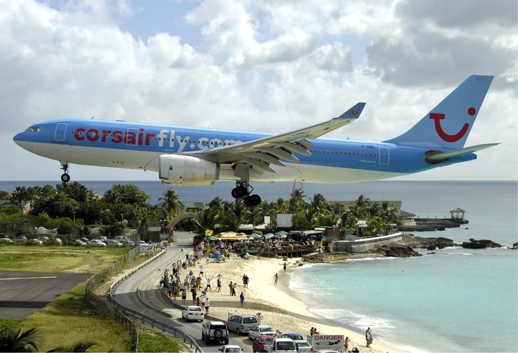 http://www.2luxury2.com/wp-content/uploads/2013/02/st_maarten_juliana-airport_caribbean-airport-landing-1024x699.jpg