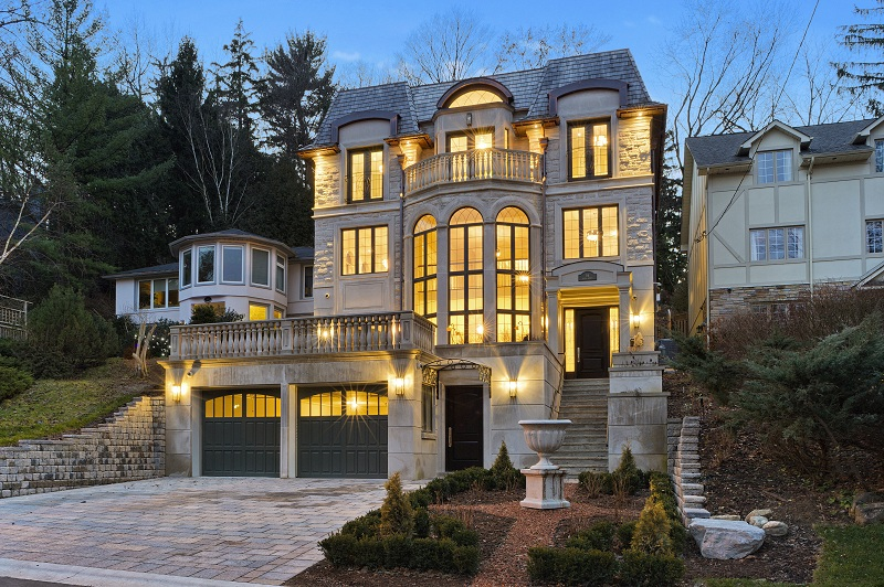 What defines a luxury home in canada and who 39 s driving the for Home builders in canada
