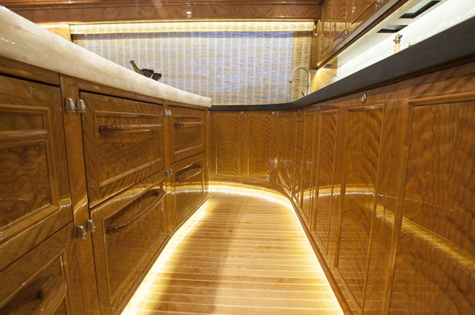 ... 77ft BLANK CHECK yacht awarded the Woodworking Award - 2LUXURY2.COM
