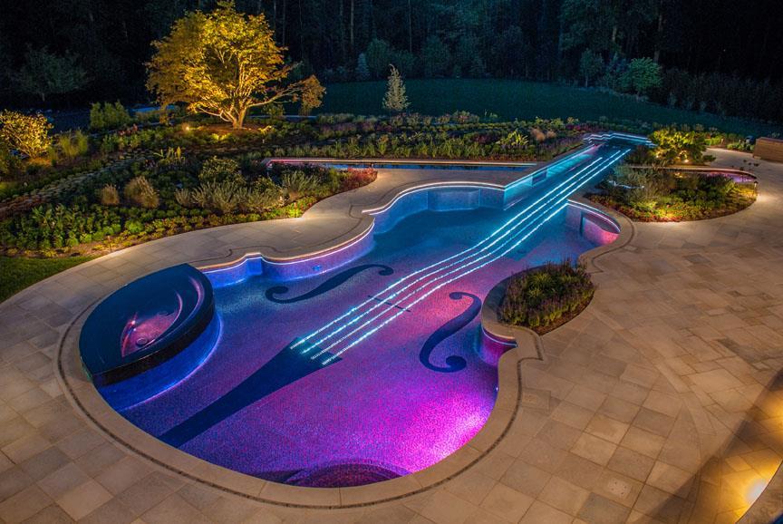 2013 Best Swimming Pool Design & Installation Award - 2LUXURY2.COM