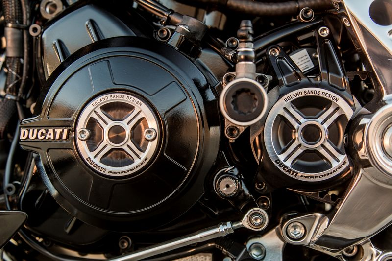 2016 ducati-xdiavel_by_roland_sands--2luxury2-details-