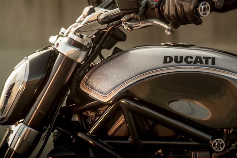 2016 ducati-xdiavel_by_roland_sands--2luxury2com-details