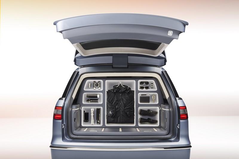 Lincoln Navigator Concept Custom wardrobe
