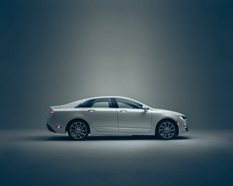 2017 Lincoln MKZ - lateral