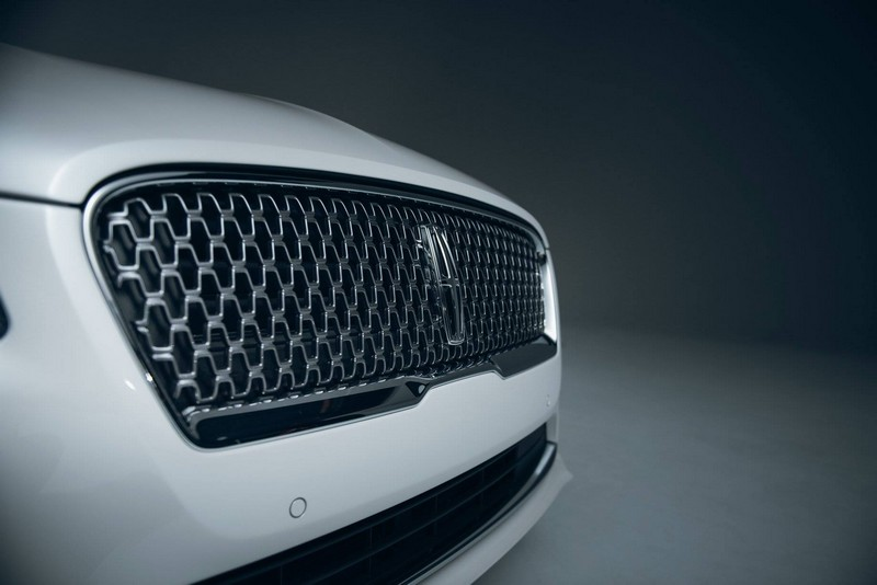 2017 Lincoln MKZ - new grille
