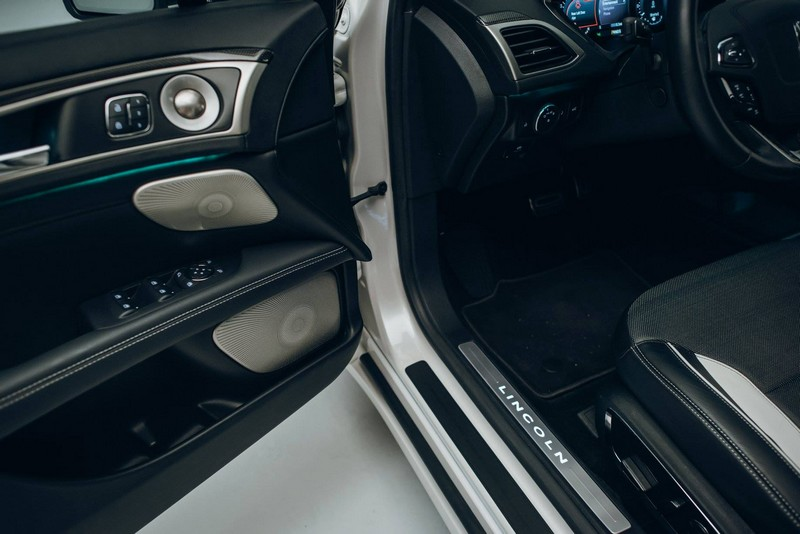 2017 Lincoln MKZ - the interior--