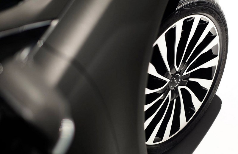 2017 Lincoln MKZ - wheels
