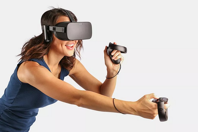 2017-oculus-touch-lets-you-bring-your-hands-into-virtual-reality