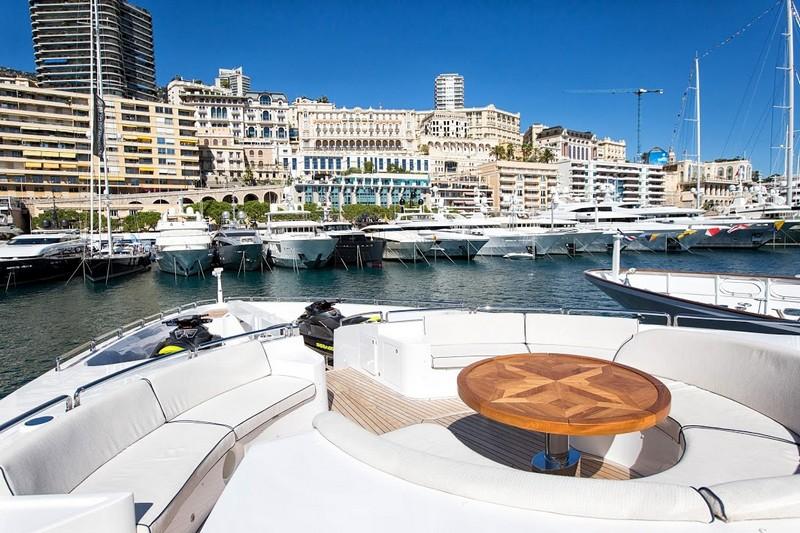 2luxury2-The epitome of truly royal cruising - Gulf Craft Majesty 35 luxury yacht-003
