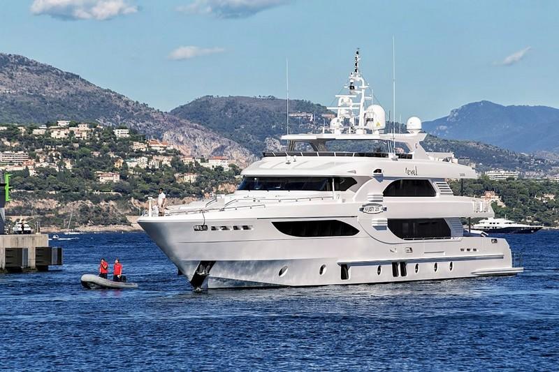 2luxury2-The epitome of truly royal cruising - Gulf Craft Majesty 35 luxury yacht-006