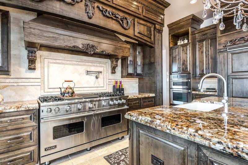 6720-willis-point-stunning-property-the-kitchen