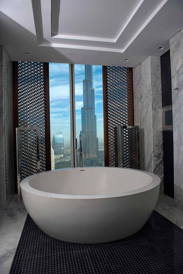 A bath with a world class view -Taj Dubai