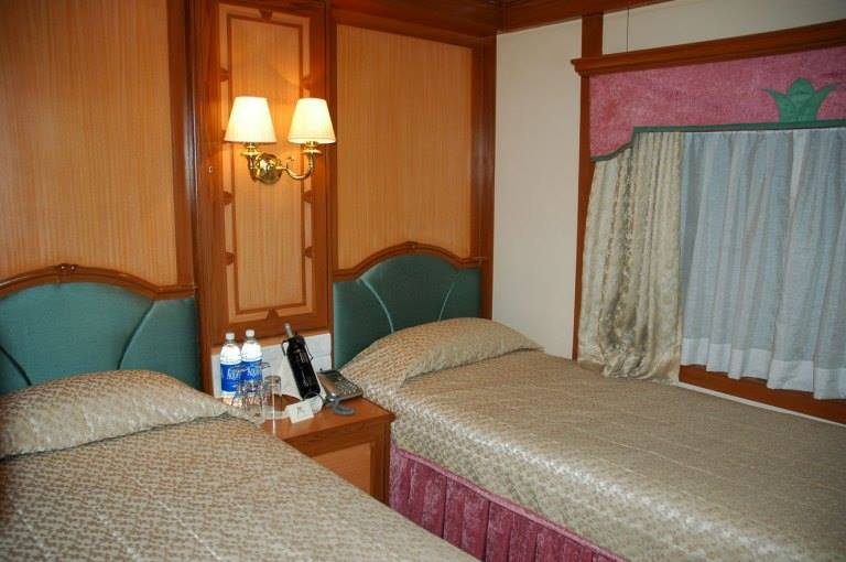 a-deluxe-twin-bed-cabin-on-board-the-deccan-odyssey