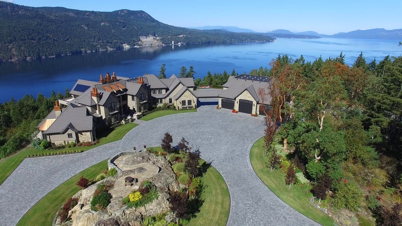 a-stunning-house-6720-willis-point-aerial-view