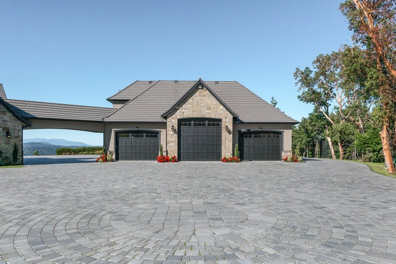 a-stunning-house-6720-willis-point-attached-garage-and-shop-with-hoist