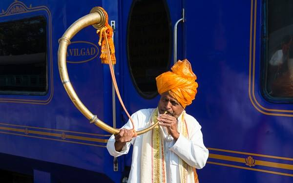 a-trumpeter-welcomes-deccan-odyssey-visitors-to-kolhapur-station