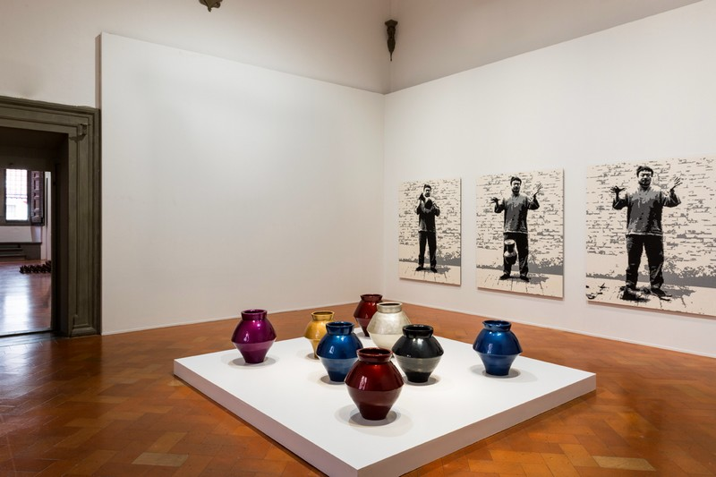 ai-weiwei-major-retrospective-libero-at-palazzo-strozzi-in-florence-han-dynasty-vases-with-auto-paint_def