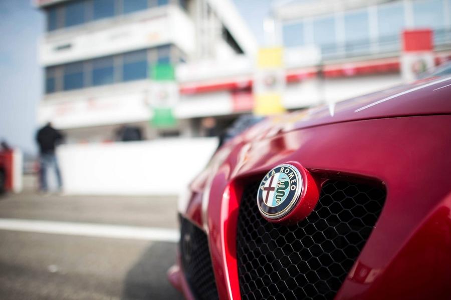 Alfa Romeo 4C details