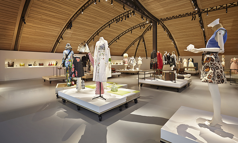 Asnieres - the heart of Louis Vuitton - galerie in the movement