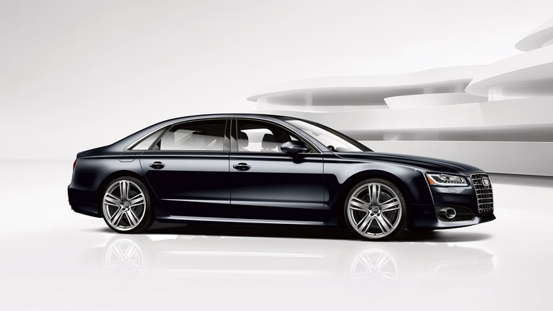Audi A8 L 4.0T Sport model-