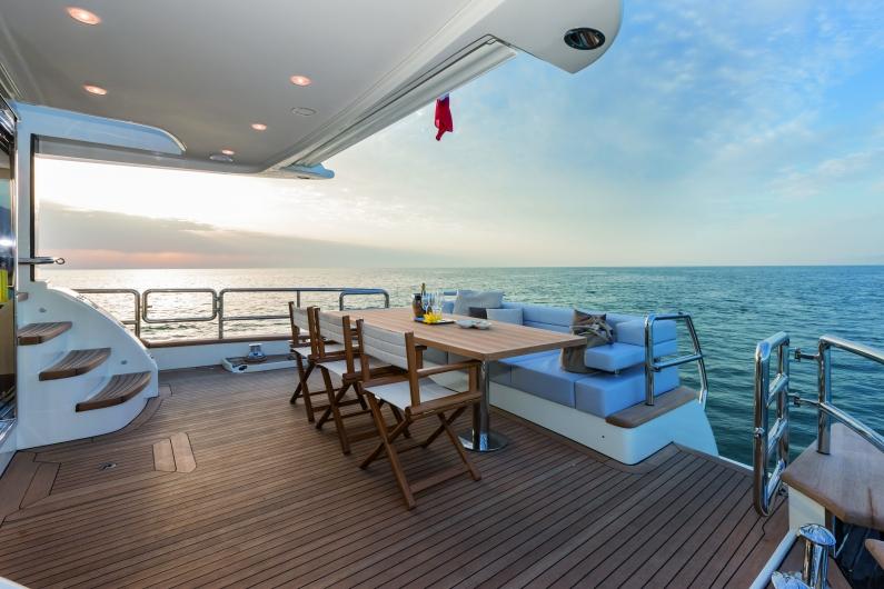 Azimut Yachts's fleet -Azimut 76magellano-
