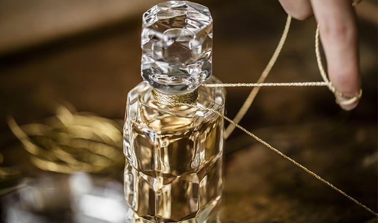 Baccarat - Parfum Rouge 540 bottle gold thread