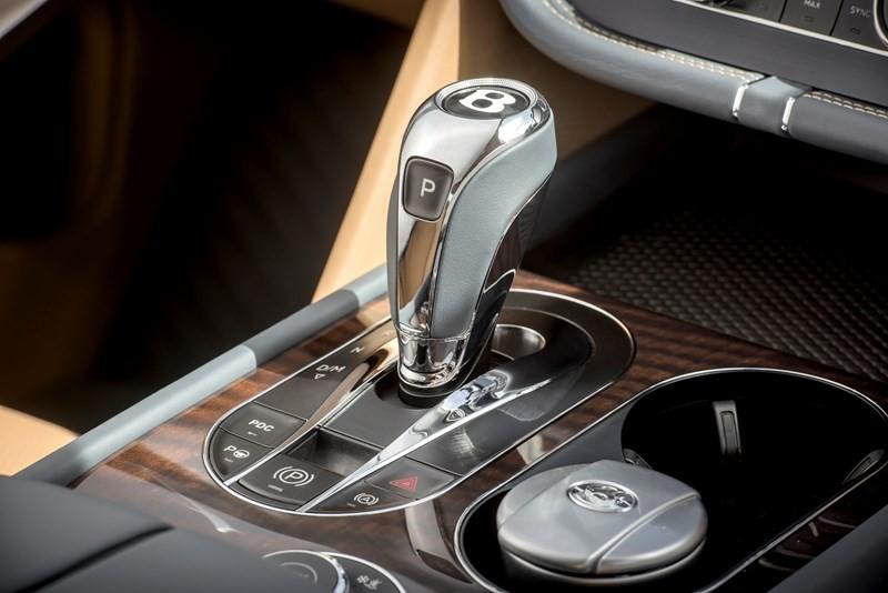 Bentley Bentayga - interior details