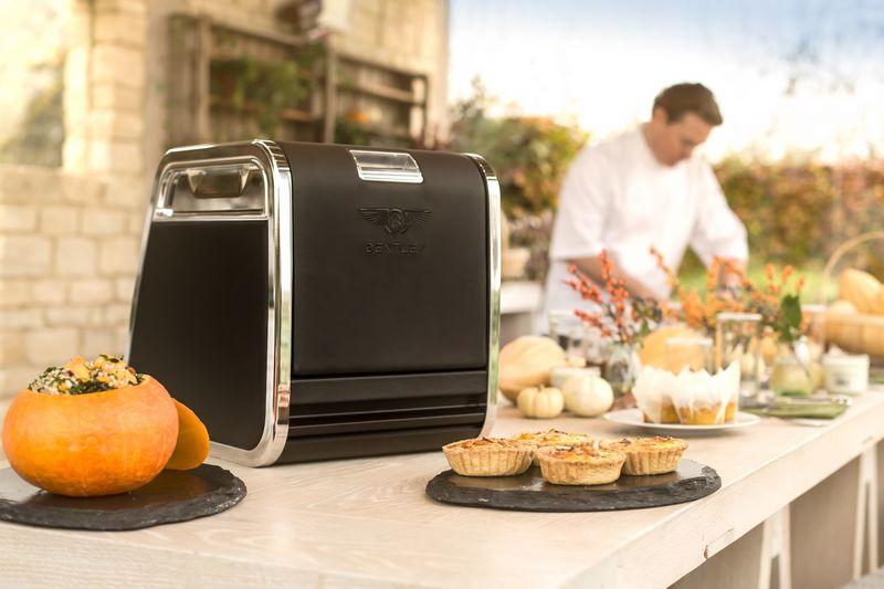 bentley-creates-luxurious-seasonal-picnic-hamper-for-linley-hamper-by-mulliner-2016