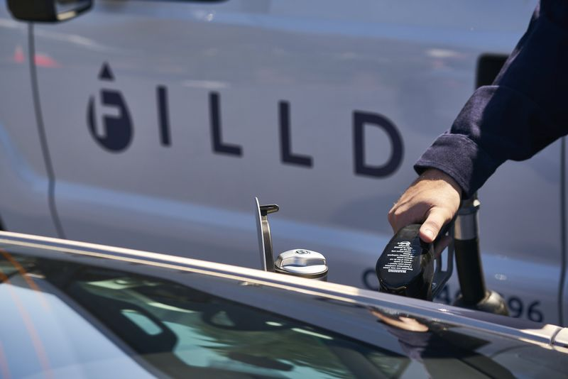 bentley-trials-on-demand-fuel-delivery-service-with-filld
