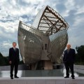 Bernard Arnault and Frank Gehry in front of the building