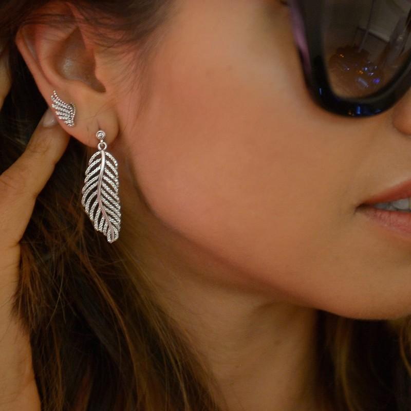 Blogger Annabelle Fleur wearing PANDORA feather earrings