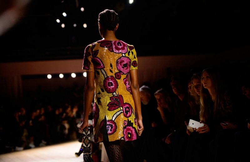 Burberry -Floral patterns in hand-sewn sequins on the Burberry runway