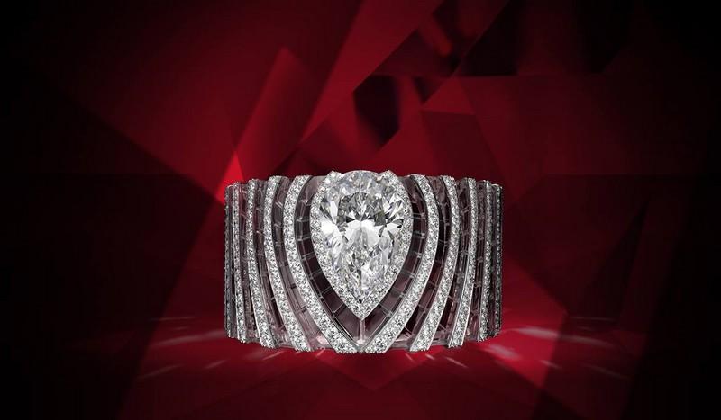 Carttie dazzling bracelet featuring a 64.66-carat pear-shaped diamond