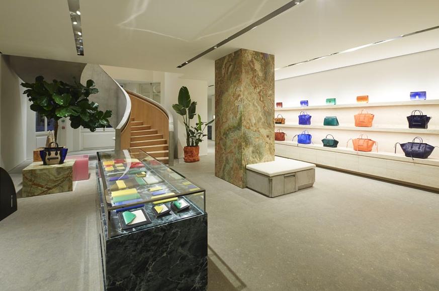 celine store at avenue montaigne paris 2014 0042luxury2 com. Black Bedroom Furniture Sets. Home Design Ideas