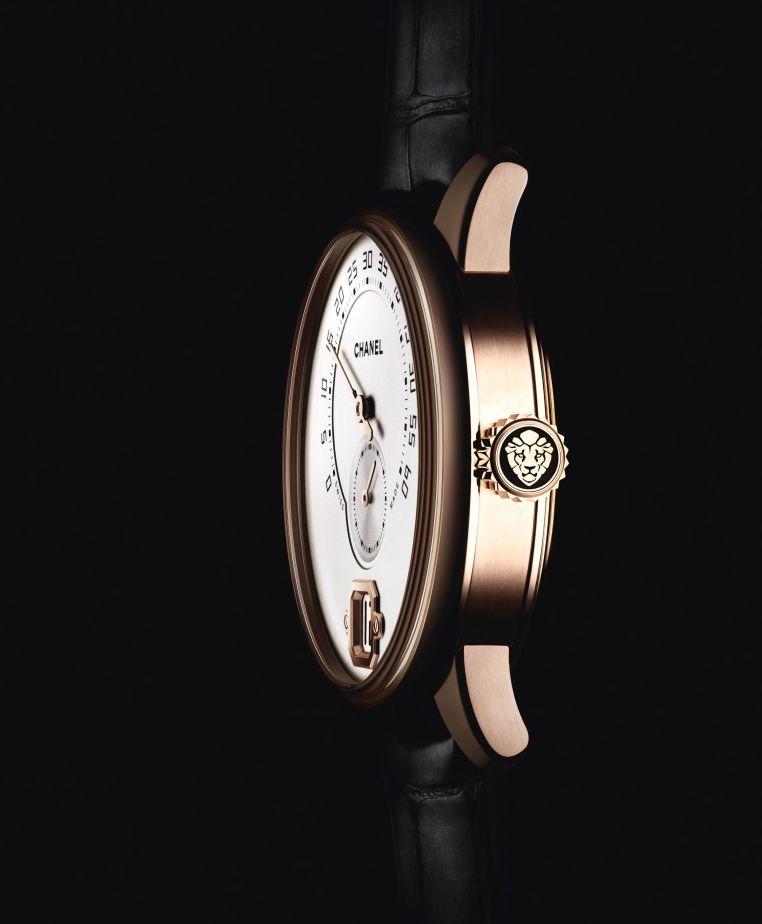 Chanel La Montre Monsieur de Chanel--lateral view