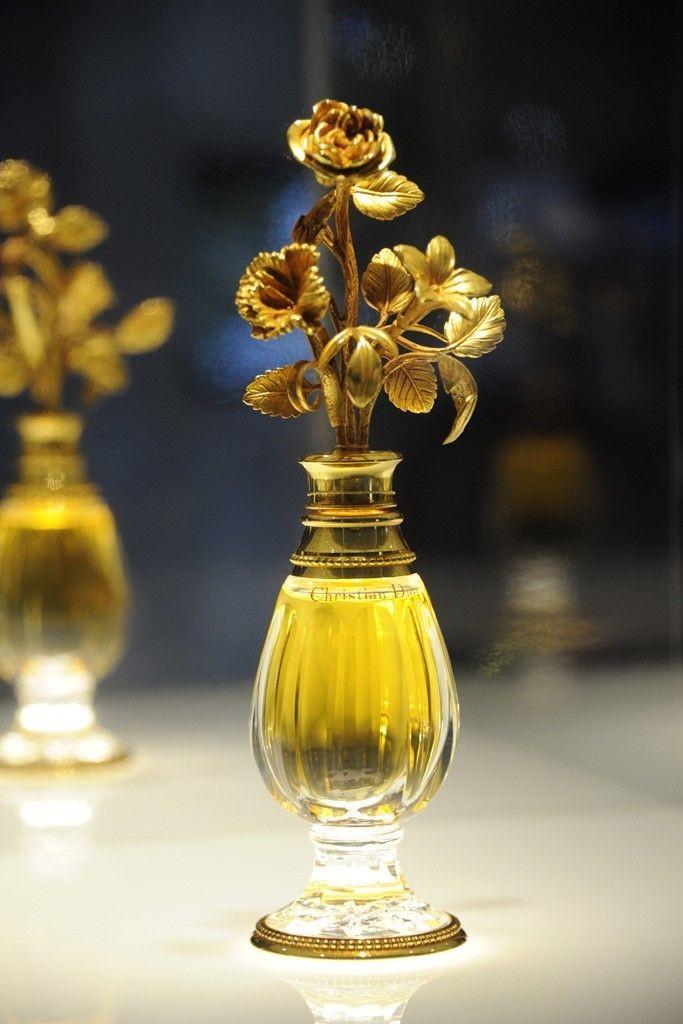 Christian Dior Amphora bottle design