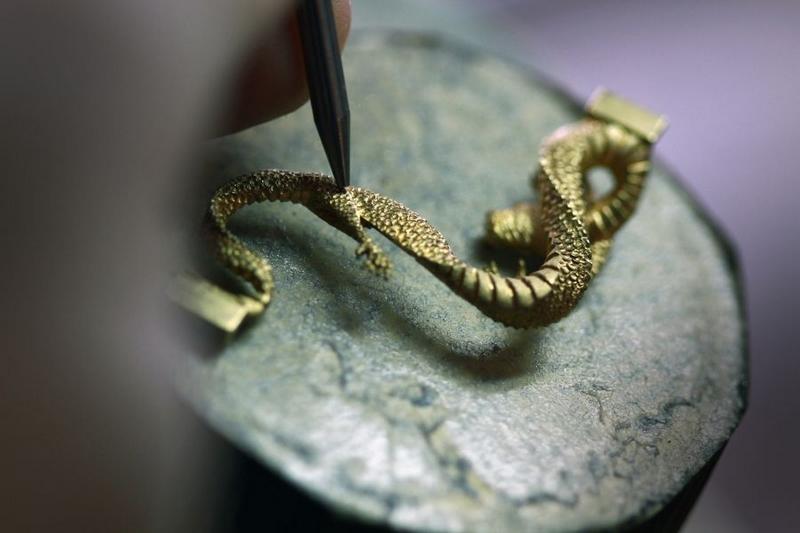 corum-golden-bridge-dragon