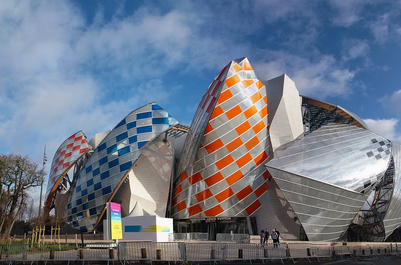 Daniel Buren is showing Fondation Louis Vuitton in a new light-2016