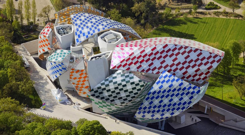 Daniel Buren is showing Fondation Louis Vuitton in a new light