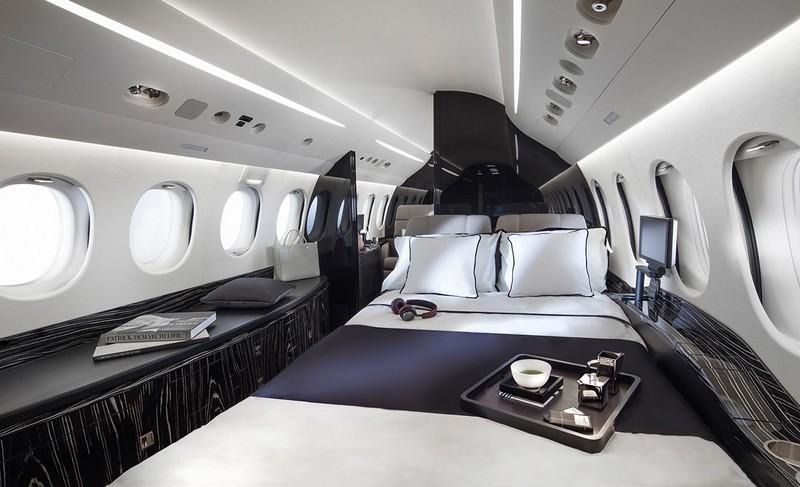 dassault-falcon-8x-private-plane-interior