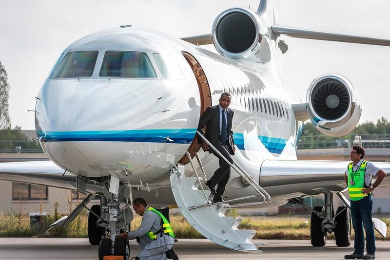 dassault-falcon-8x-private-plane-on-the-airport