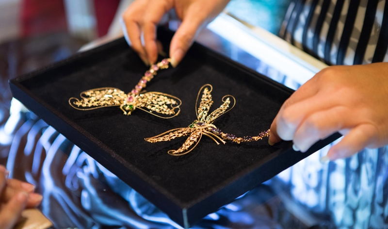 dragonflies-in-brilliant-cut-diamonds-foundation-jewellers