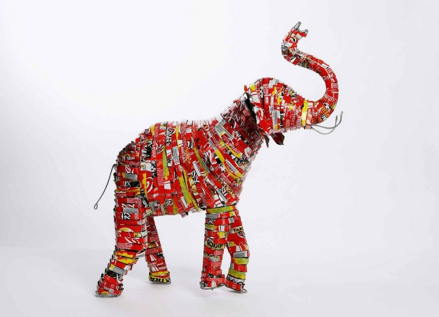Elephant RUN Recycled tin cans