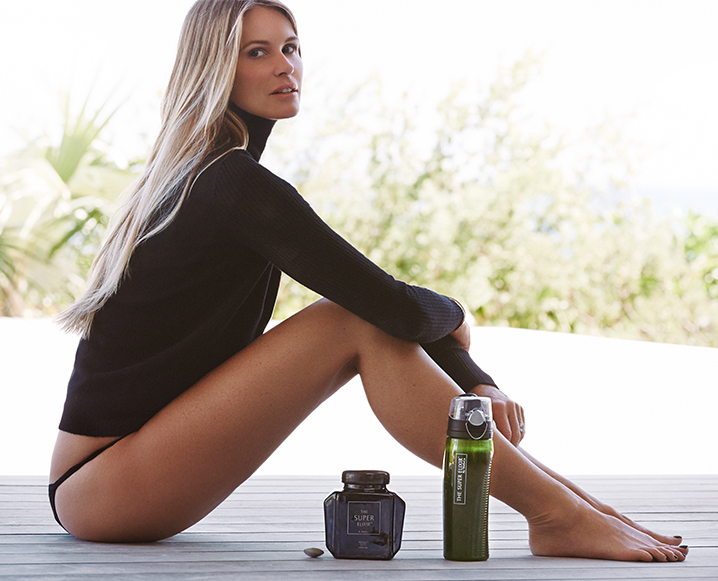 Elle Macpherson in Bikini Top on the beach in Miami Pic 27 of 35