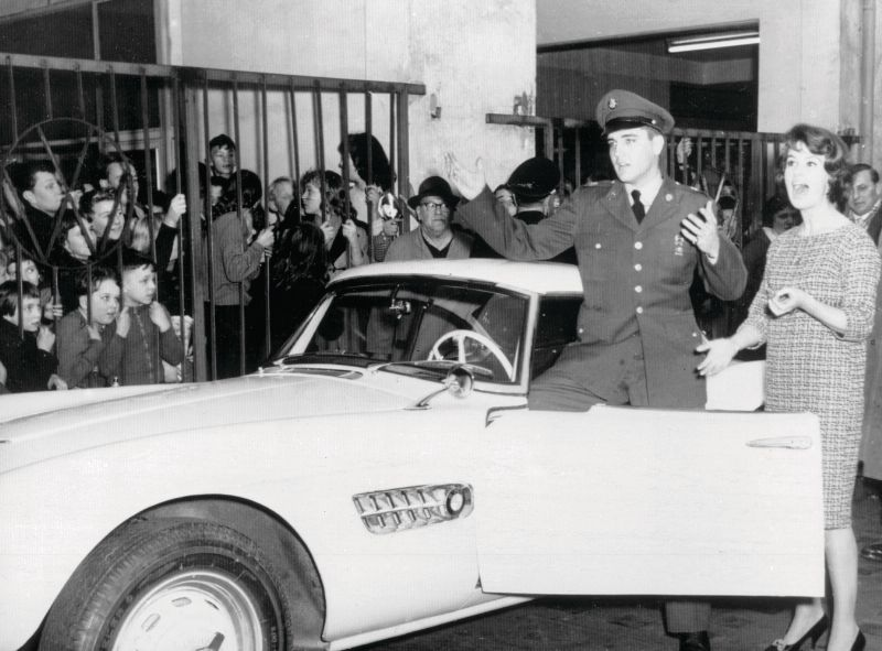 Elvis Presley in front of his BMW 507
